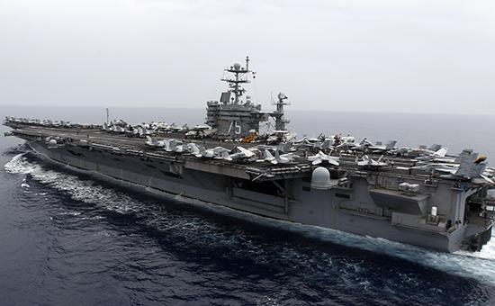 ВМС США показали видео ракетных стрельб Ирана у своего авианосца