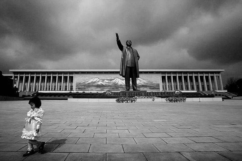 Бронзовая статуя «Великого руководителя» Ким Ир Сена в Пхеньяне