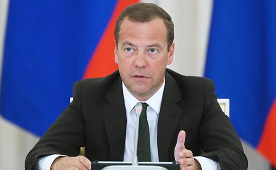 Медведев утвердил правила возмещения ущерба туристам