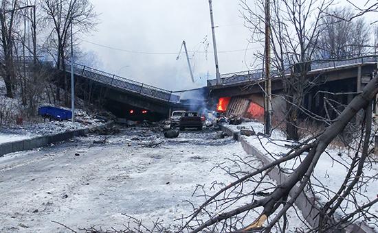 18 января. Разрушенный в результате боев Путиловский мост, соединяющий Киевский район с дорогой к международному аэропорту Донецка
