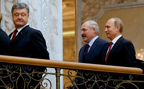 Выход Порошенко из зала переговоров в Минске объяснили звонком в Генштаб