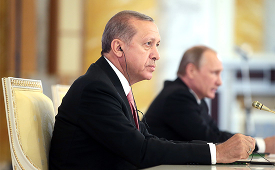 Президент Турции РеджепТайипЭрдоган и президент России Владимир Путин во время пресс-конференции по итогам русско-турецких переговоров