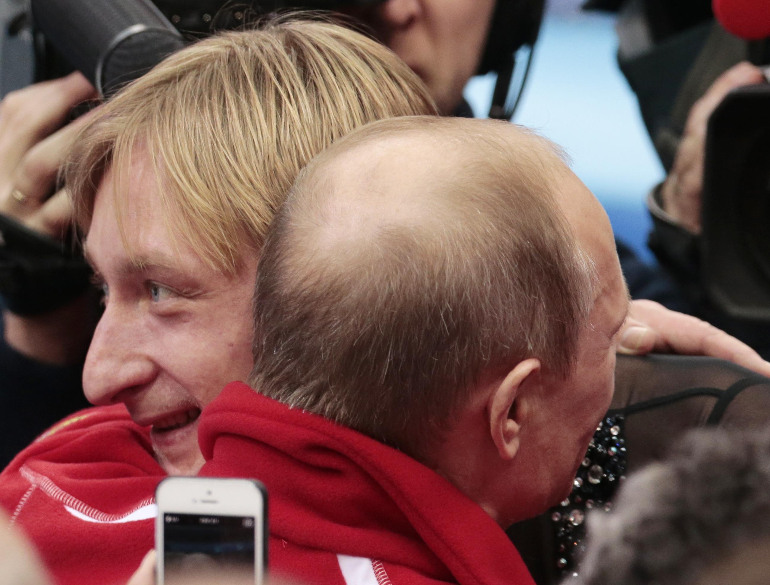 9 февраля 2014 г., Сочи. Президент России Владимир Путин поздравляет Евгения Плющенко с победой сборной России в командных соревнованиях по фигурному катанию на Олимпийских играх