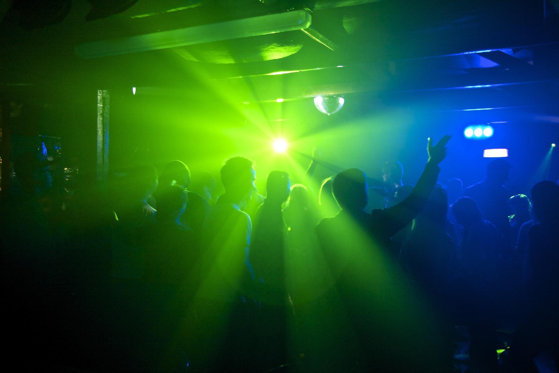 фотографии в клубе темно угораздило связаться неверными