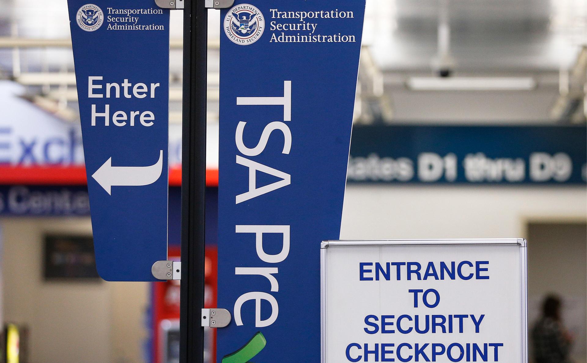 Знак администрации транспортной безопасности в аэропорту Форт-Лодердейл, Флорида