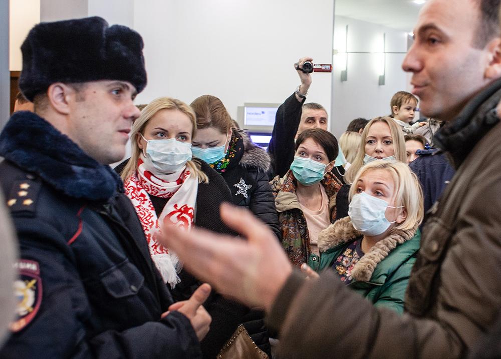 Участники акции протеста валютных заемщиков, требовавшиепересмотра условий их договоров в связи с падением курса рубля. 2016 год