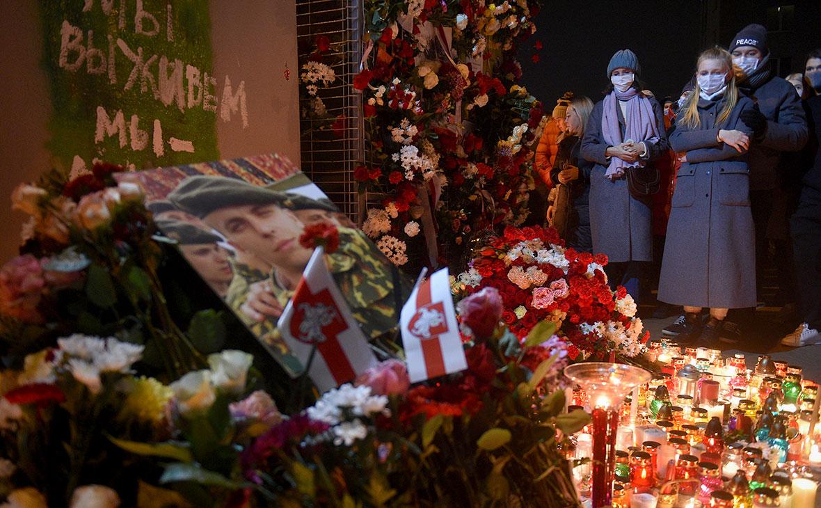 Акция памяти погибшего сторонника белорусской оппозиции Романа Бондаренко на «Площади перемен» в Минске