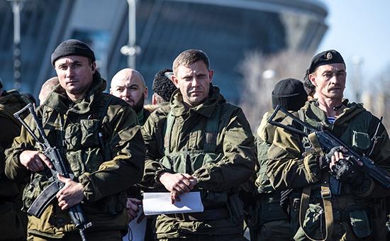 Премьер-министр ДНР Александр Захарченко (в центре)