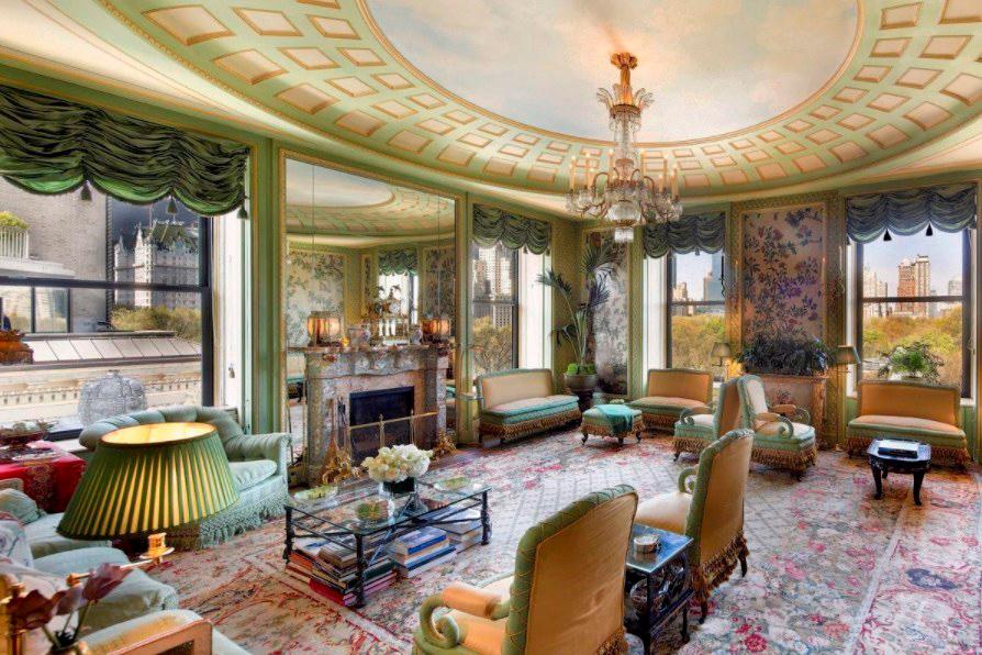 Стоимость: $96 млн Угловой дуплекс в 14-этажной высотке в Нью-Йорке, самый большой на знаменитой Пятой Авеню. Построен в 1931 году. В квартире 20 комнат, из которых семь спален, столовая, две библиотеки, гардеробная и десять ванных комнат. Квартира сохранила оригинальные зеркала и мраморную отделку главной ванной, а также деревянные паркеты и дизайнерскую лепнину на потолке