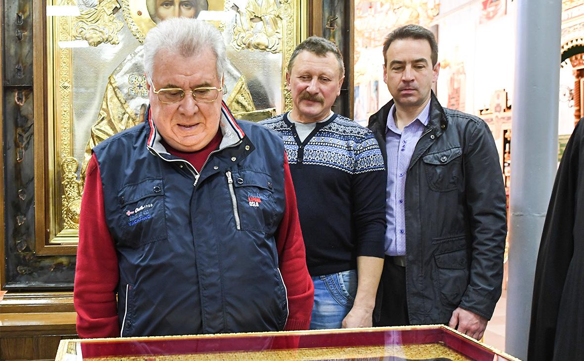 Евгений Пархаев (слева)
