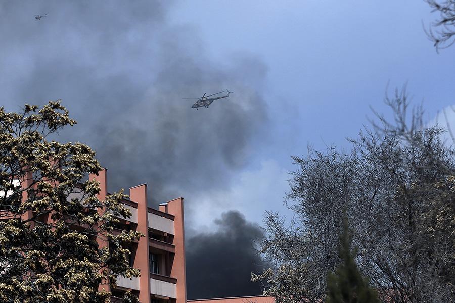 Вертолеты ВВСАфганистана над военным госпиталем