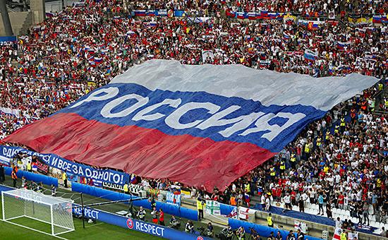 Российские болельщики наматче Англия—Россия настадионе вМарселе