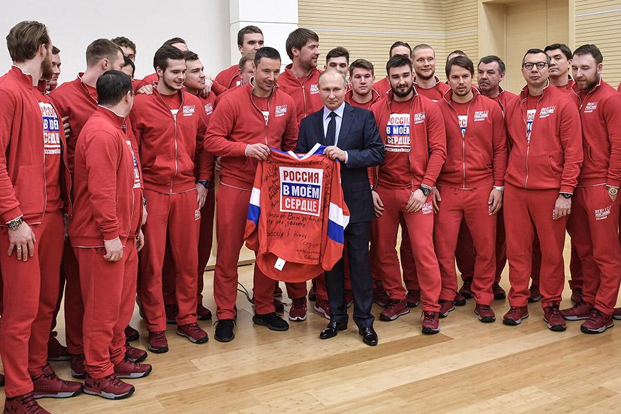 31 января 2018 года в учебно-тренировочном центре «Новогорск» Владимир Путин встретился со спортсменами, которые представят Россию на Олимпиаде в Пхёнчхане. Он извинился перед ними за то, что власти страны не сумели уберечь их от давления извне: «Все мы очень хорошо знаем, а вы лучше, чем кто-либо другой, как тяжело достаются победы в современном спорте высоких достижений, чего они стоят, сколько труда для этого нужно приложить. Вдвойне сложнее, когда спорт перемешивается с какими-то явно не свойственными и чуждыми спорту событиями, явлениями, с наносными обстоятельствами, с политикой или еще чем-то. Но втройне тяжелее, когда в стране в этой связи складывается такая сложная общественная оценка, звучат самые разные, порой противоположные мнения на этот счет, и это создает совсем тяжелые условия для достижения результата. Простите нас за то, что мы не смогли вас от этого оградить».