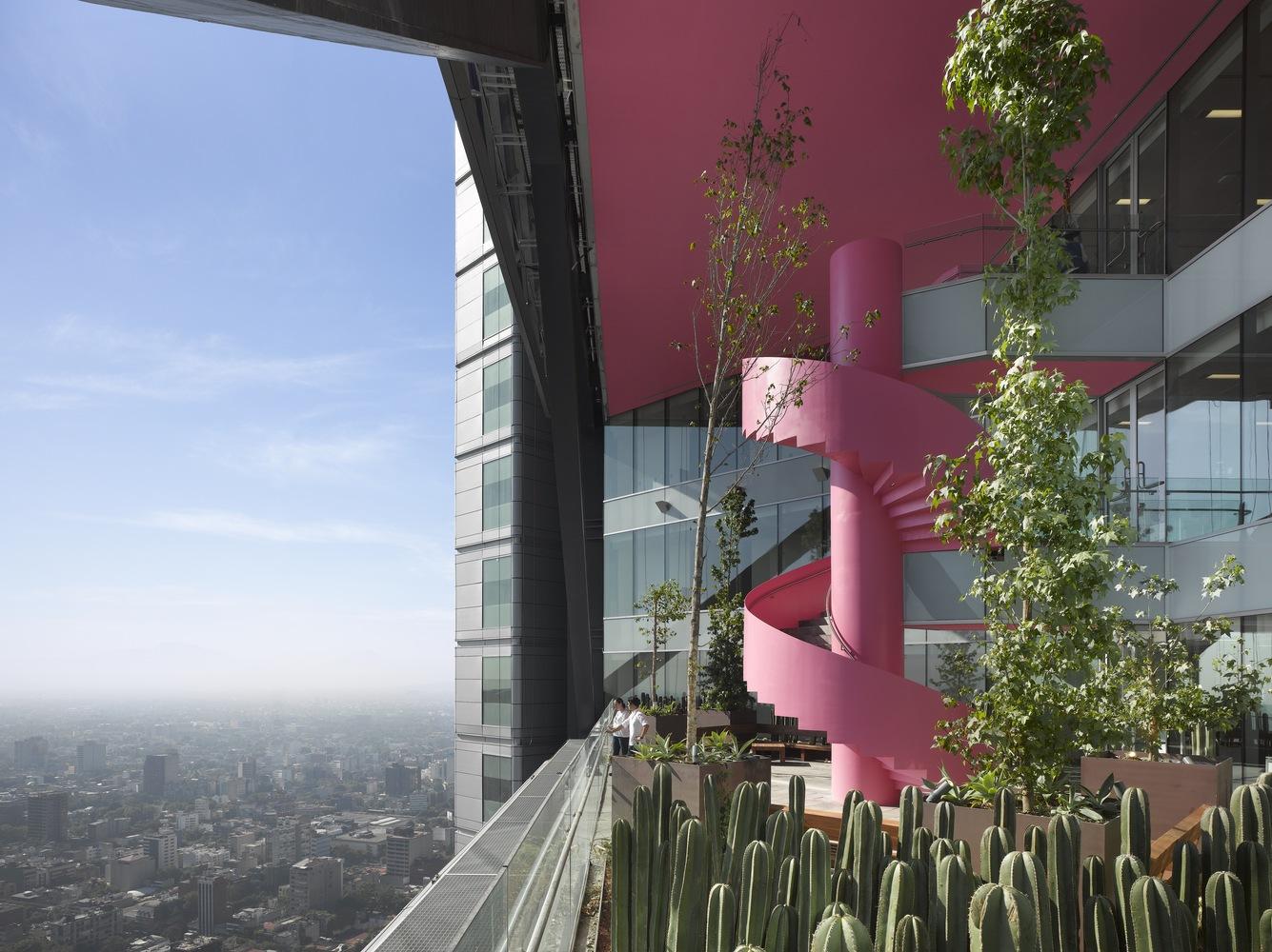 Номинация «Офисные здания»  Объект: BBVA Bancomer Tower  Расположение: Мехико, Мексика  Архитектурное бюро: LEGORRETA + LEGORRETA + Rogers Stirk Harbour + Partners