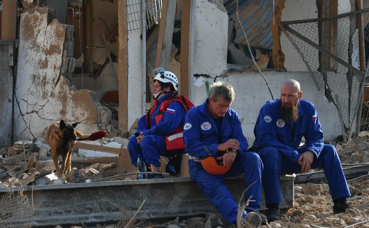 Спасатели МЧС России на месте взрыва в Бейруте