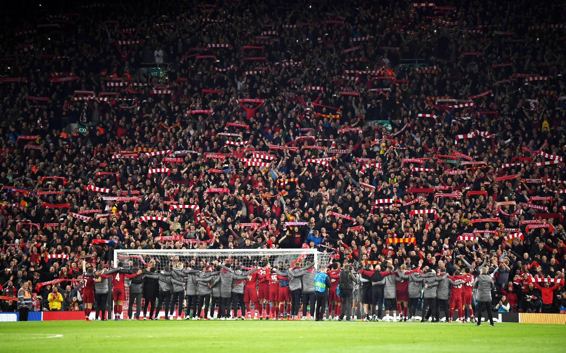 Фото: Стадион «Энфилд» до пандемии (Photo by Shaun Botterill/Getty Images)