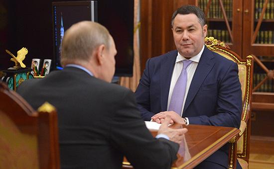 Президент России Владимир Путин и исполняющий обязанности губернатора Тверской области Игорь Руденя (слева направо) во время встречи в Кремле