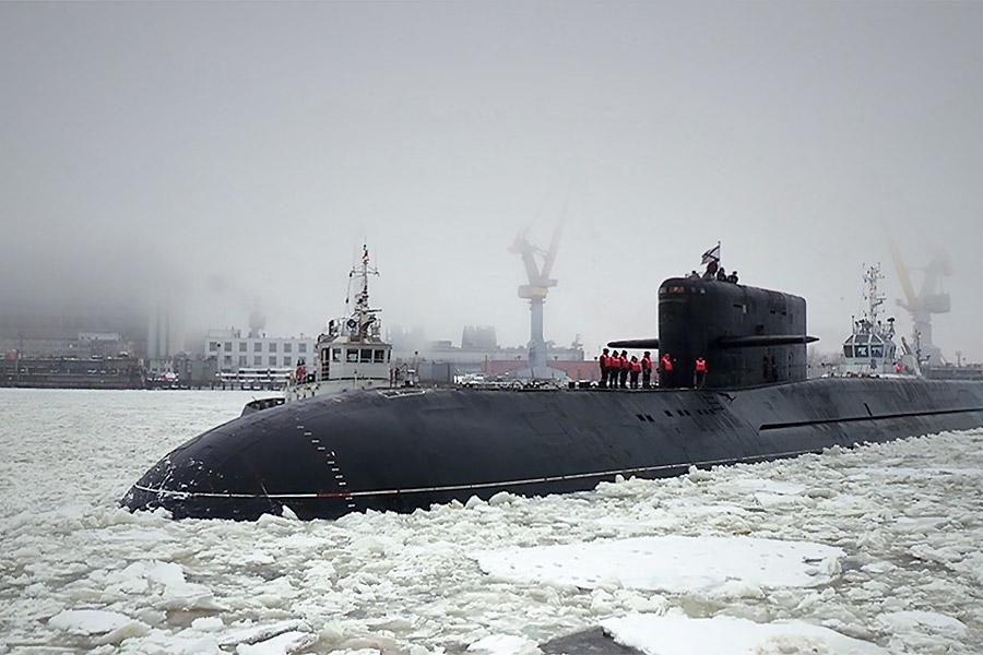 Корабли этого типа предназначены для нанесения ударов баллистическими ракетами по стратегически важным военно-промышленным объектам противника.  На вооружении у ВМФ России 13 ракетных подводных крейсеровстратегического назначения, в том числе восемь на вооружении у Северного флота и пять — у Тихоокеанского.  Это шесть ракетных крейсеров проекта 667БДРМ «Дельфин», три ракетных крейсера проекта 667БДР «Кальмар», три атомных ракетных подводных крейсера проекта 955 «Борей», а также один тяжелый атомный ракетный подводный крейсер проекта 941УМ «Дмитрий Донской».  Арктическая экспедиция  Приписанная к Северному флоту подводная лодка специального назначения БС-136 «Оренбург» проекта 09786 представляет собой модернизированную субмарину проекта 667БДР «Кальмар». Во время экспедиции по сбору информации в арктической зоне в 2012 году «Оренбург» был носителем уникальной атомной глубоководной станции, которая собирала образцы грунта для уточнения высокоширотной границы континентального шельфа в Арктике.  Подводная лодка «Подмосковье» проекта 667БДРМ «Дельфин» также была модернизирована по проекту 09787, оснащена глубоководным аппаратом специального назначения и передана ВМФ в декабре 2016 года. В составе флота она заменит БС-136 «Оренбург».