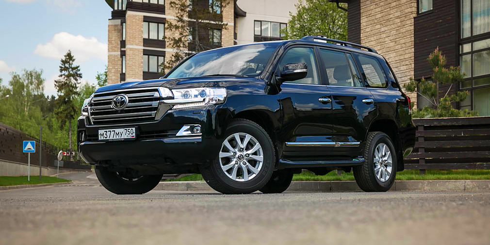 Toyota Land Cruiser 200 (пресс-секретарь президента Дмитрий Песков)
