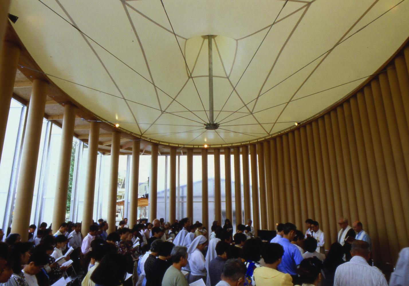 Сигэру Бан решил пойти дальше простого жилья в своей помощи пострадавшим от катастроф. В 1995 году, после землетрясения в Кобе, по его проекту была построена церковь из картона. Там она простояла десять лет, после чего была привезена в Тайвань, где стала местом молитвы за жертв землетрясений. В 2011 году по темже технологиям японец построил собор в Новой Зеландии