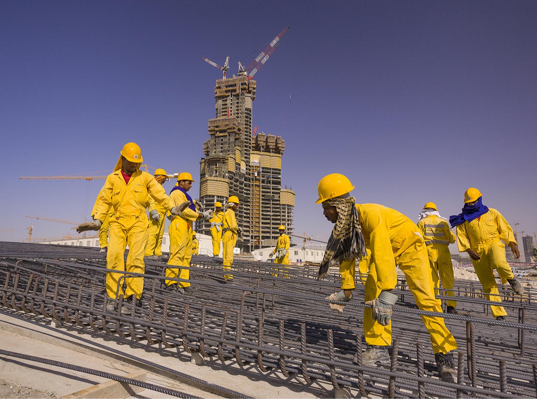 Рабочие из Пакистана во время строительствабашниБурдж-Халифа