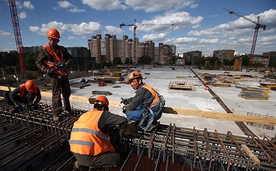 На строительной площадке центрального стадиона «Динамо» вовремя его реконструкции врамках проекта «ВТБ Арена парк», 4 июня 2015 год