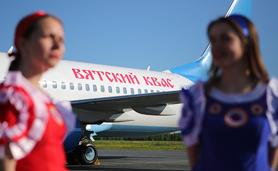 Самолет Boeing 737-800 лоукостера «Победа» срекламой «Вятского кваса» нафюзеляже