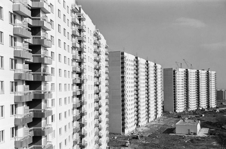 Строительство 16-этажных жилых домов серии П 3/16 ведет ДСК №3 в микрорайоне Ясенево. 1979 год