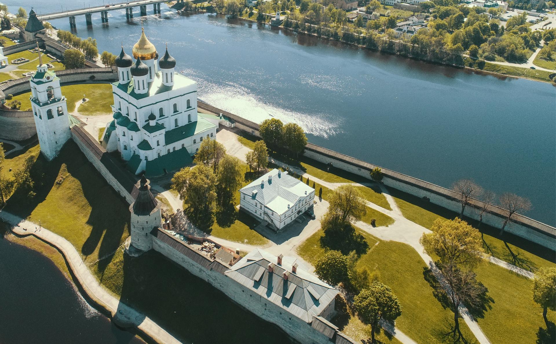 Псковский кремль и Свято-Троицкий кафедральный собор