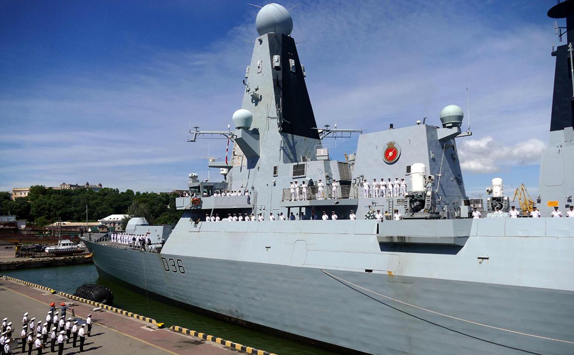 Эсминец HMS Defender