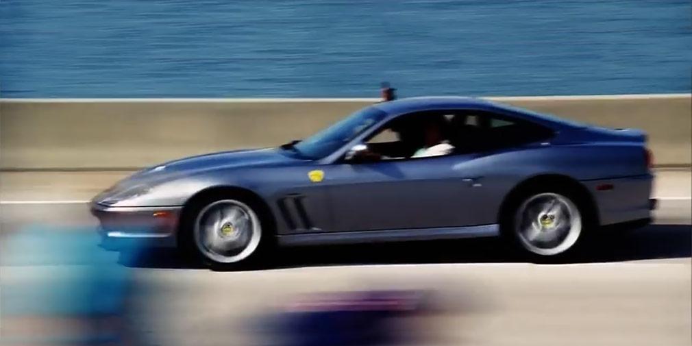 «Плохие парни 2» (2003)   Дуэт двух полицейских в исполнении Мартина Лоуренса и Уилл Смита полюбился многим после первого фильма, и никто не разочаровался, когда вышло продолжение. Если в первом фильме напарники преследовали главного злодея на Porsche 911 Turbo, то во втором главные герои гнались по мосту в Майами на Ferrari 550 Maranello. И эта сцена получилось действительно захватывающей, ведь режиссером фильма был никто иной как Майкл Бэй — известный создатель высокобюджетных боевиков.