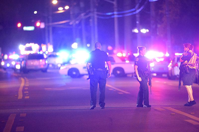 Полицейские рядомсночным клубом Pulse