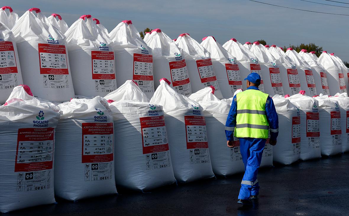 Власти обсудили продление заморозки цен на удобрения до мая