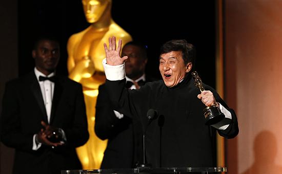 Актер Джеки Чан нацеремонии вручения почетного «Оскара» вЛос-Анджелесе
