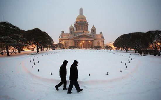 Вид наИсаакиевский собор вСанкт-Петербурге