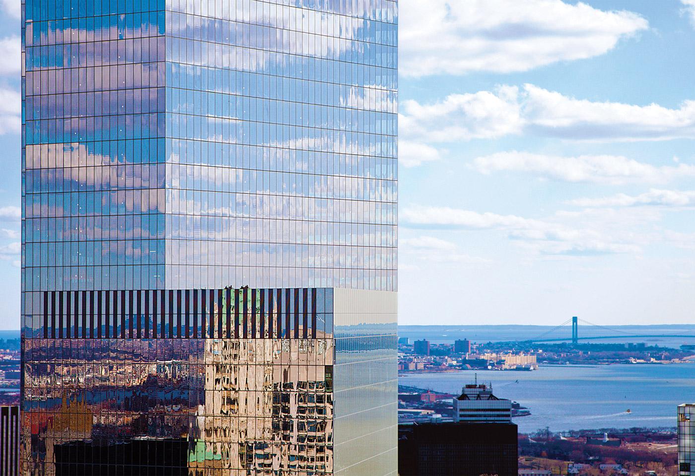 Основным арендатором башни-зеркала стало транспортное ведомство штатов Нью-Йорк иНью-Джерси, более известное какPort Authority