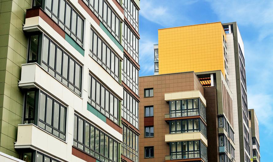 Во всех квартирах планируется установить пластиковые окна сзащитой отпыли ишума