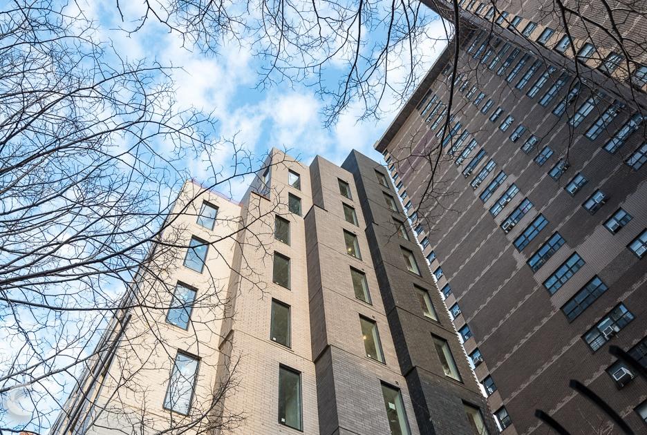 Первые жильцы заселились вCarmel Place вначале 2016 года