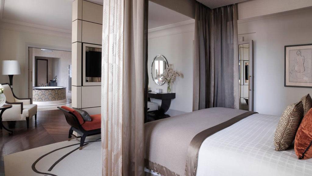 Four Seasons Hotel Moscow  Стоимость проживания вкоролевском люксе Pozharsky составляет1,23 млн всутки безНДС