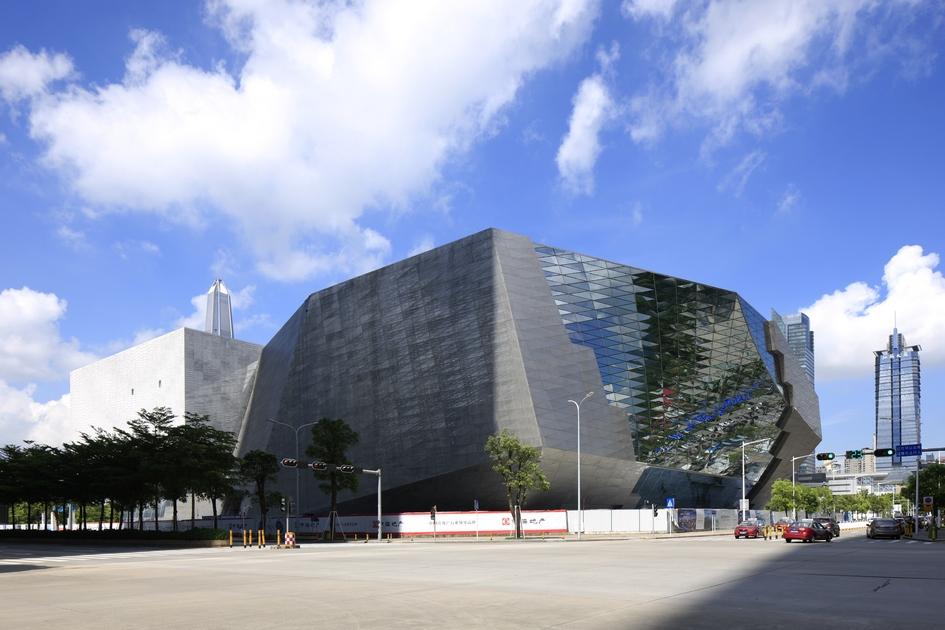 Авторы музея постарались сделать здание максимально автономным, чтобыуменьшить вредное воздействие наокружающую среду. В частности, MOCAPE использует геотермальную исолнечную энергию