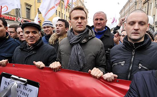 Лидеры оппозиции Гарри Каспаров, Алексей Навальный и Сергей Удальцов (слева направо) во время шествия оппозиции «За честные выборы» в центре Санкт-Петербурга, 2012г.
