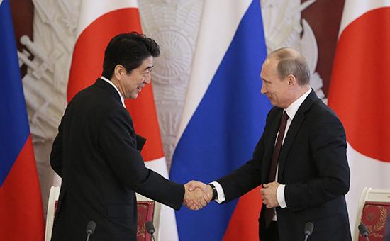 Президент России Владимир Путин ипремьер-министр ЯпонииСиндзо Абэ