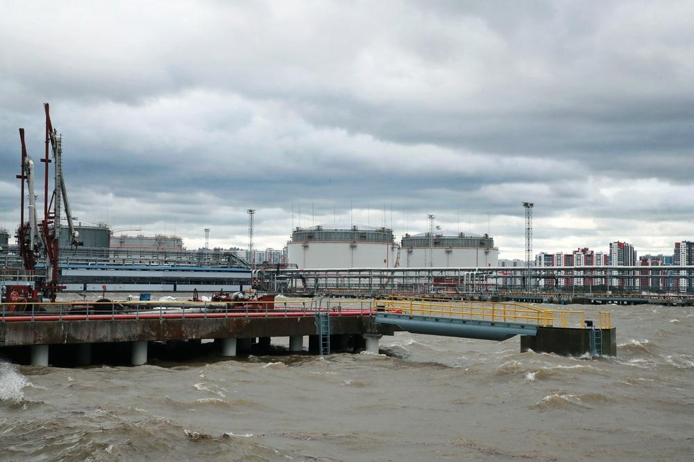 Нефтяной терминал в Большом порту Санкт-Петербург
