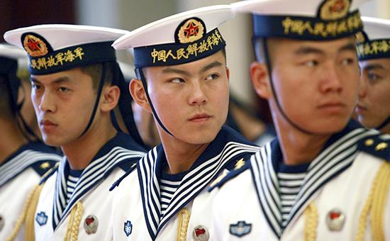 Почетный военный караул готовится приветствовать адмирала У Шэнли. Архивное фото