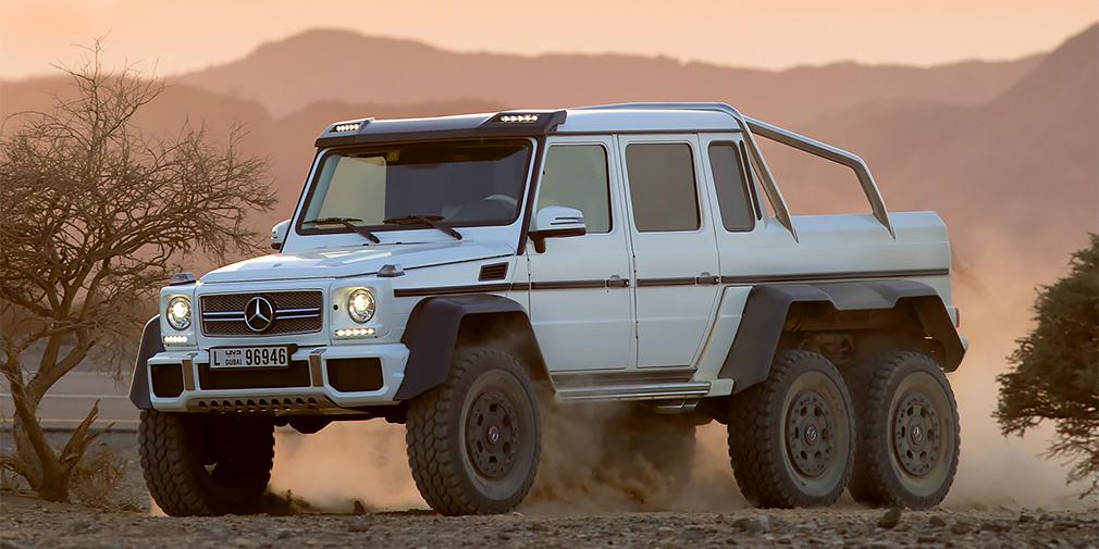 В 2013 г. Daimler представил еще одну модель AMG на базе G-Class: трехосный суперпикап весом почти четыре тонны. Базой для мелкосерйной машины послужил армейский внедорожник G 320 CDI с портальными мостами, обеспечивающими клиренс в 460 миллиметров. G 63 AMG 6x6 оснастили турбомотором V8 мощностью 544 л.с. и внедорожной трансмиссией с блокировкой дифференциалов. Четырехместный салон обшили кожей, а пол грузового отсека выстлали бамбуковым полотном.