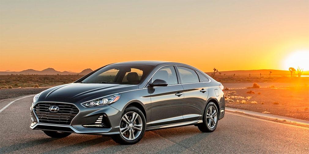 Hyundai Sonata  Седан Sonata вернется на российский рынок в сентябре. Машина придет на смену модели Hyundai i40, от поставок которой импортер решил отказаться. Впервые обновленную Sonata представили в апреле на мотор-шоу в Нью-Йорке. В США модель доступна с бензиновыми моторами объемом 1,6 л (178 л.с.) и 2,4 л (185 лошадиных сил). Топ-версия оснащается 245-сильным агрегатом.