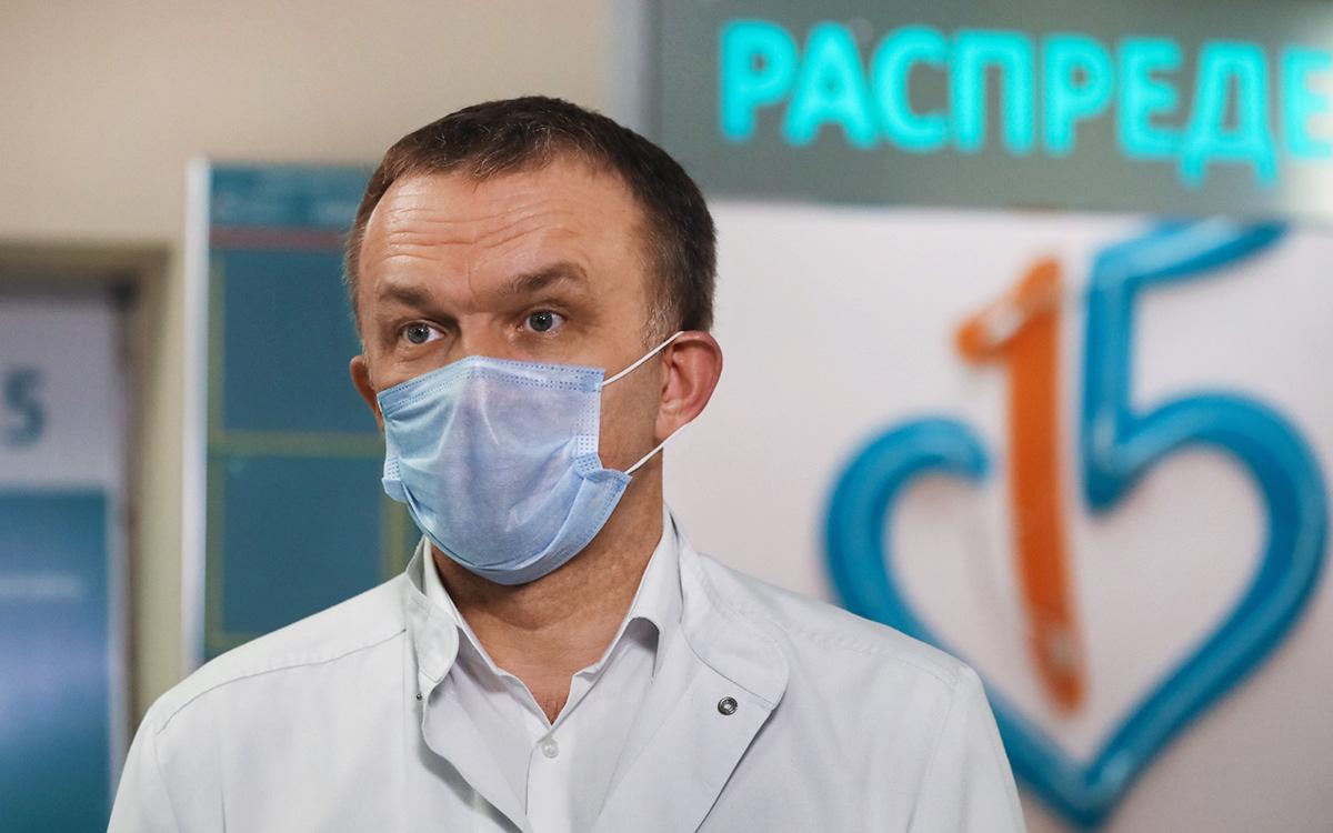 Главврач московской больницы заявил, что коронавирус «помолодел»