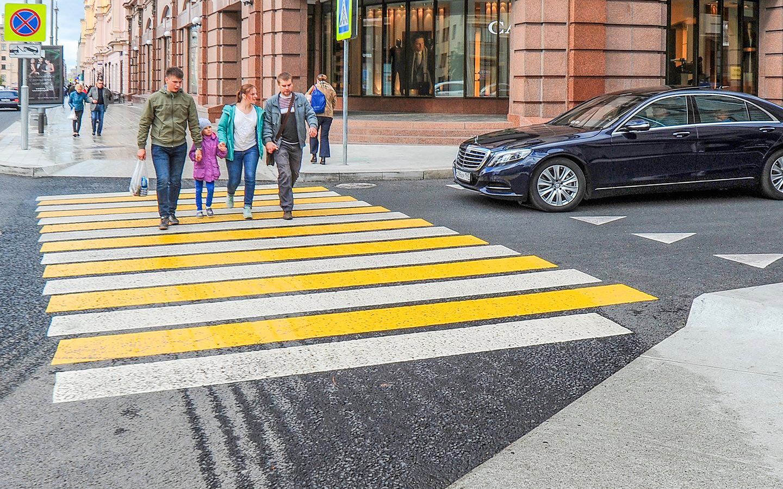 <p>Все больше дорожных камер получают функцию фиксации такого нарушения ПДД, как непропуск пешеходов на нерегулируемых переходах.</p>