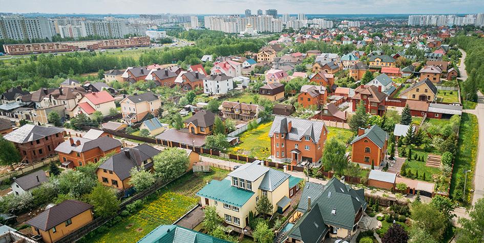Вид на коттеджи в районе поселения Сосенское Новой Москвы