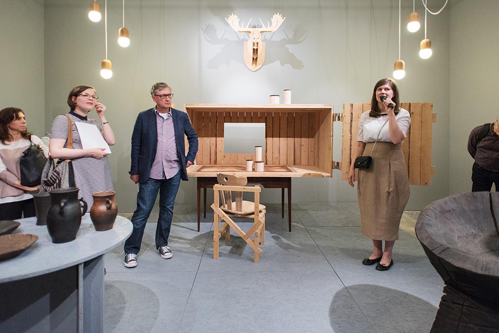 Дизайнер, архитектор Фолькер Альбус на выставке «New olds. Классика и инновации в дизайне» во Всероссийском музее декоративно-прикладного и народного искусства